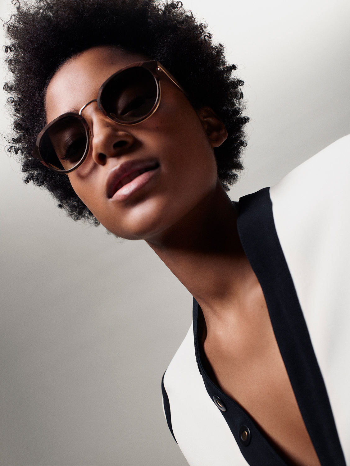 Shot_05_Sunglasses_Wyatt_MarbledWalnut_Alecia_007